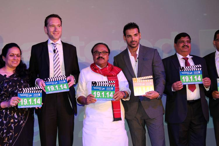 John And Chhagan Pose With Others At The Standard Chartered Mumbai Marathon Press Conference