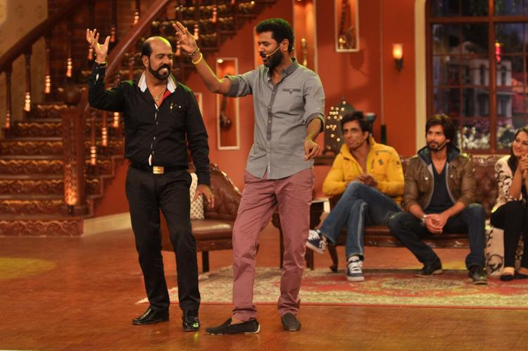 Prabhu Deva Fan On Stage And Prabhu Dance With Him At Comedy Nights with Kapil Show
