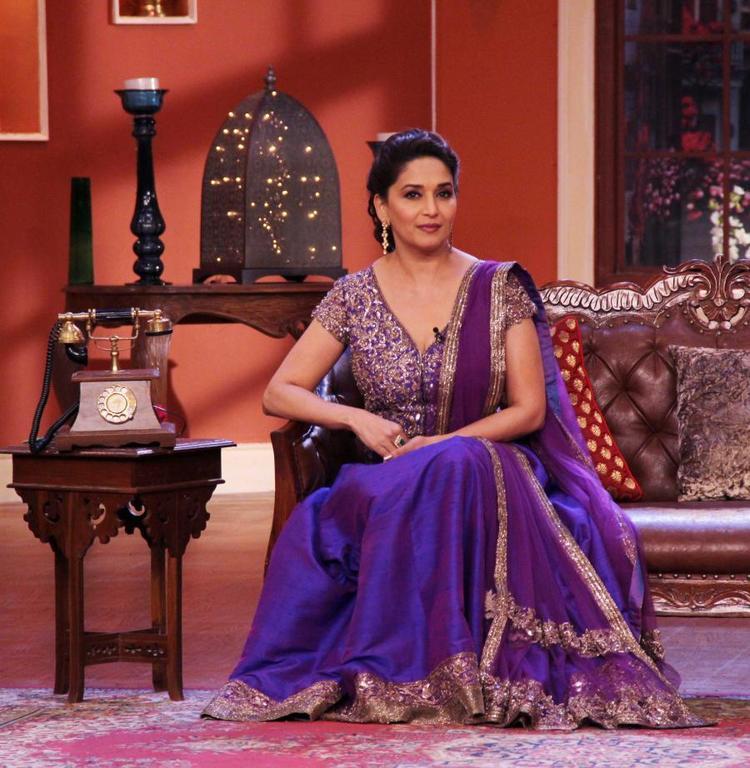 Evergreen Beauty Madhuri Promote Dedh Ishqiya At Comedy Nights With Kapil Show