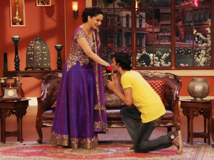A Fan Kiss Madhuri During Dedh Ishqiya Promotions At Comedy Nights With Kapil Show