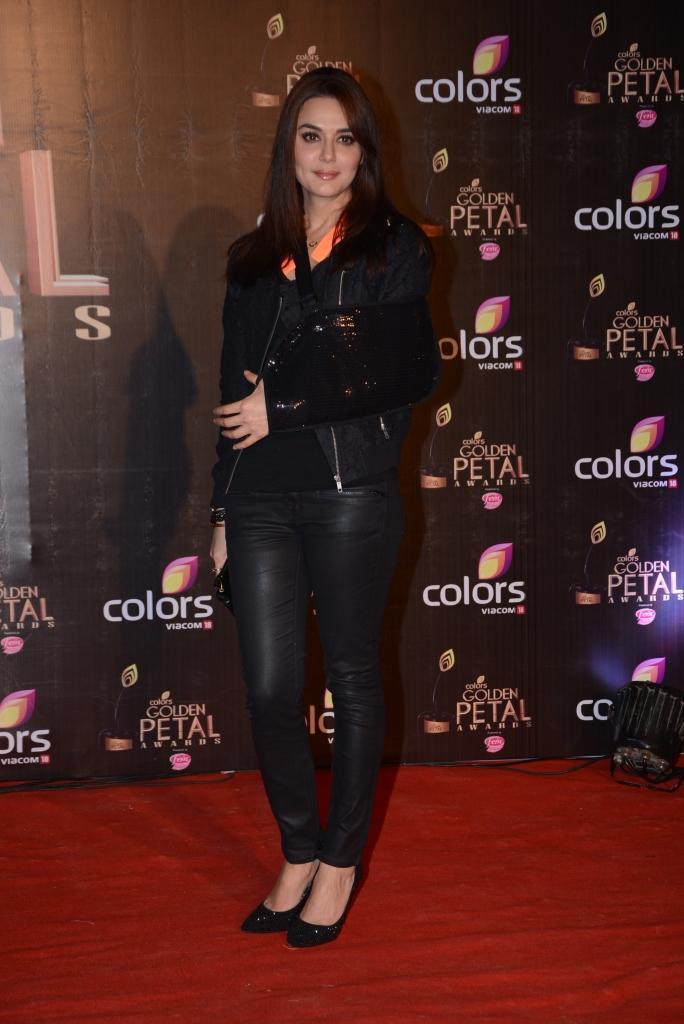 Preity Zinta Simple Look In Red Carpet At Colors TV 3rd Golden Petal Awards 2013
