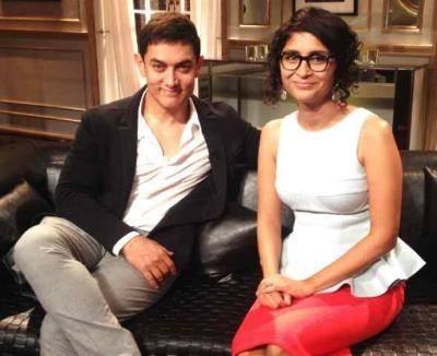 Aamir Khan And Kiran Rao Sweet Pose During The Koffee With Karan Show