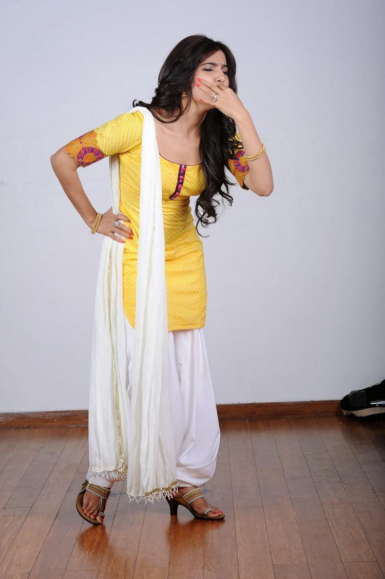 Bollywood Bubly Babe Samantha Stunning Photo