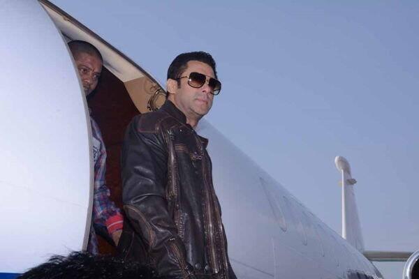 Salman Khan Arrived Uttar Pradesh For Attend The SAIFAI Mahotsav 2014
