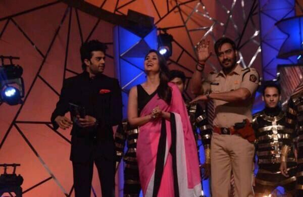 Manish,Kareena And Ajay On The Stage Of Umang Show 2014