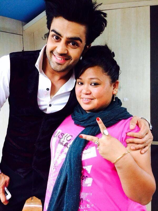 Anchor Manish And Bharti Sweet Back Stage Pic At Mirchi Top 20 Event 2014