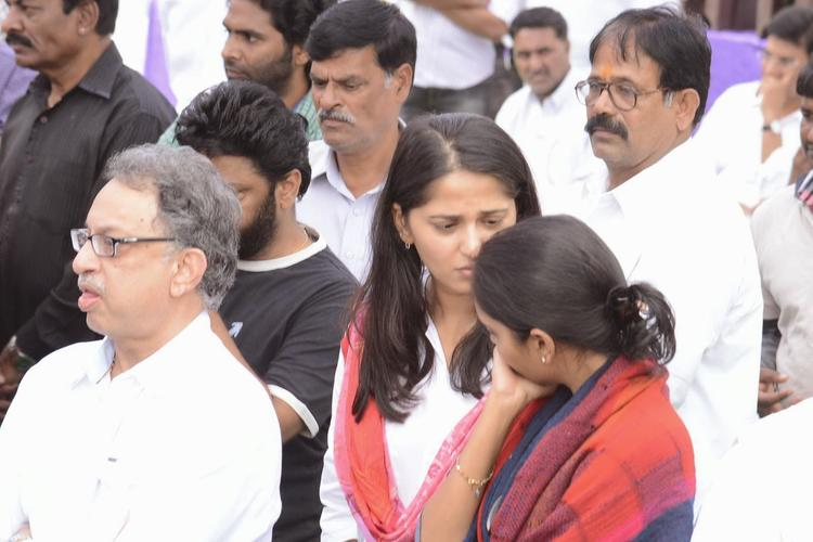 Anushka Shetty Attend To Pay Tribute At Akkineni Nageswara Rao Dead Body