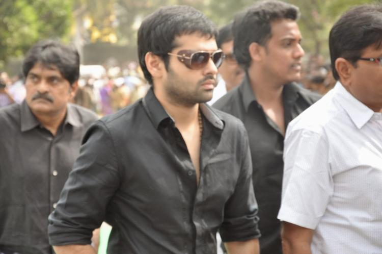 Ram Pothineni Pay Homage To Akkineni Nageswara Rao Dead Body