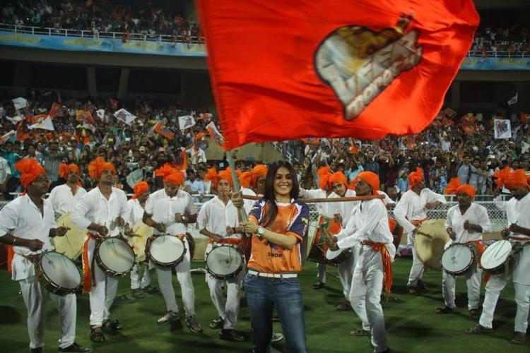 Bubbly Beauty Genelia Dance During The CCL Opening Event