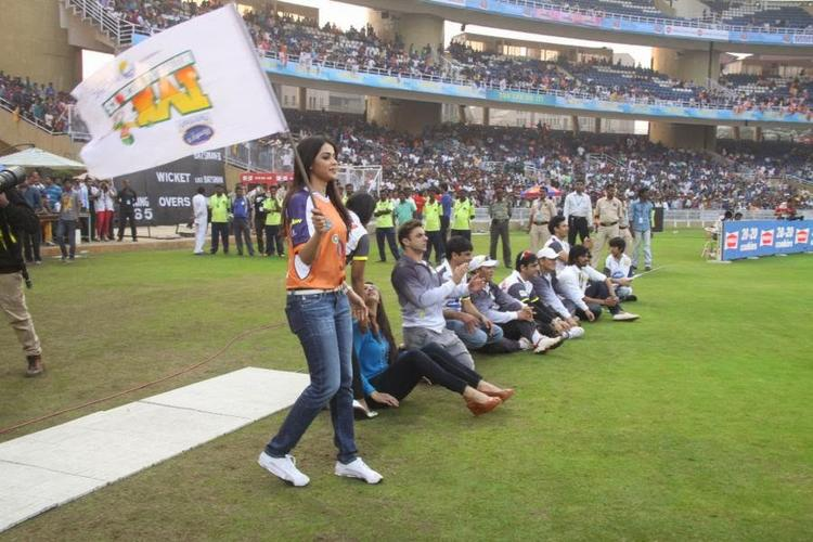 Genelia D'Souza With Mumbai Heroes At CCL Opening Event