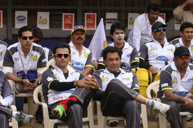 Mumbai Heroes At The Opening Match Of The Celebirty Cricket League 4