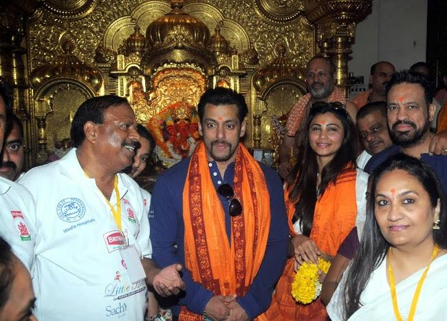 Jai Ho Actors Salman Khan And Daisy Shah At The Siddhivinayak Temple In Mumbai