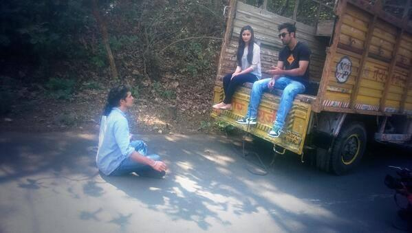 Alia,Ranbir And Imtiaz Cool Chatting On The Shoot Of A Special 'Highway' Episode For Times Now