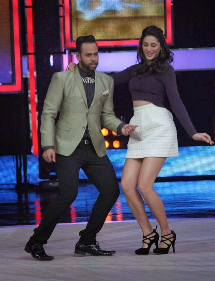 VJ Andy And Nargis Fakhri Danced During The Promotion Of Main Tera Hero On The Sets Of India's Got Talent