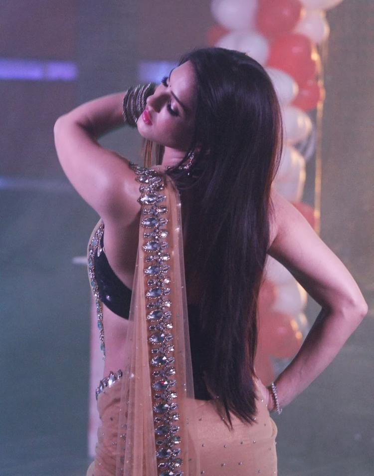 Sunny Leone Sizzling Dance Performance On The Sets Of Pavitra Rishta During The Promotion Of Ragini MMS 2