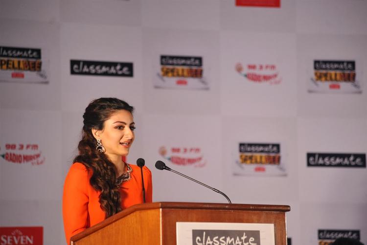 Soha Ali Khan Announcing The Winner Name At Classmate Spell Bee Champ 2014 Event