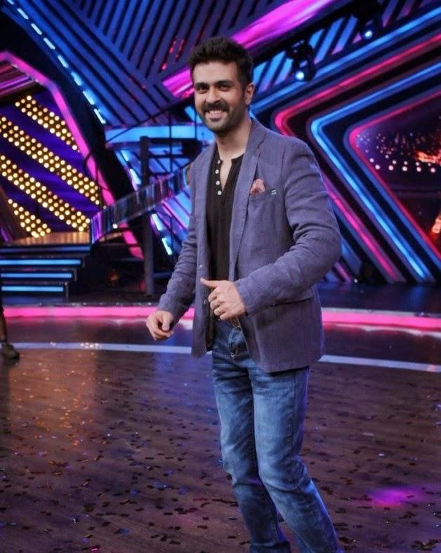 Harman Baweja Smiling Entry On The Sets Of Boogie Woogie During The Promotion Of Dishkiyaoon Movie