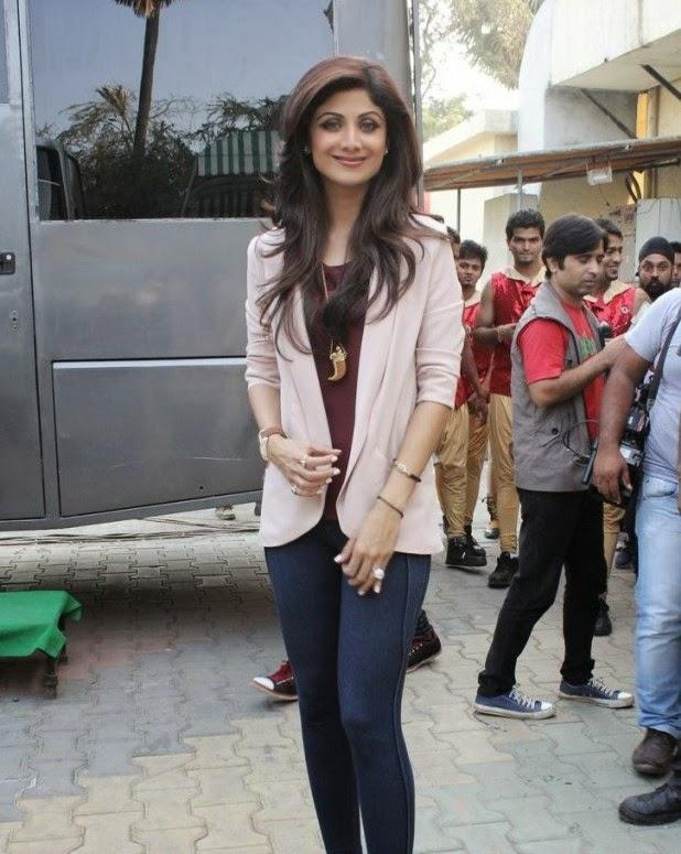 Shilpa Shetty Stylish Fashionable Look During The Promotion Of Film Dishkiyaoon On The Sets Of Boogie Woogie