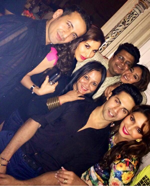 Varun Dhawan Posed With Friends At The Success Party Of Main Tera Hero