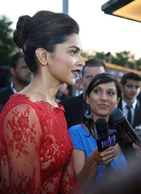 Deepika Padukone Ravishing Look In Red Dress At The 15th IIFA 2014 Awards