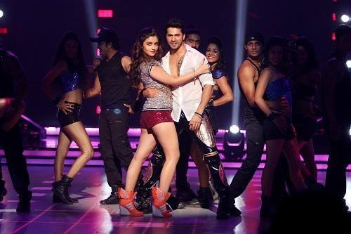 Varun And Alia Latest Performance Still From Humpty Sharma Ki Dulhania