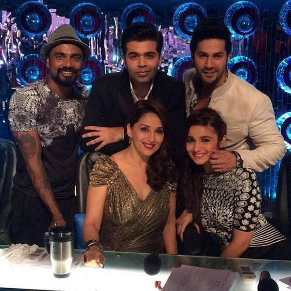 Varun And Alia Pose With Karan,Remo And Madhuri On Jhalak Dikhhla Jaa 7