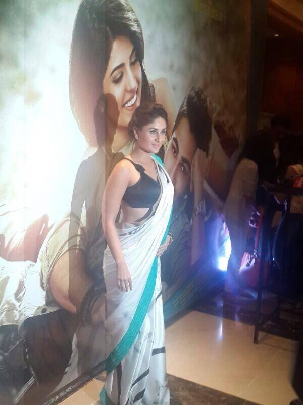 Kareena Kapoor Khan Posed During The Music Launch Of Lekar Hum Deewana Dil Movie