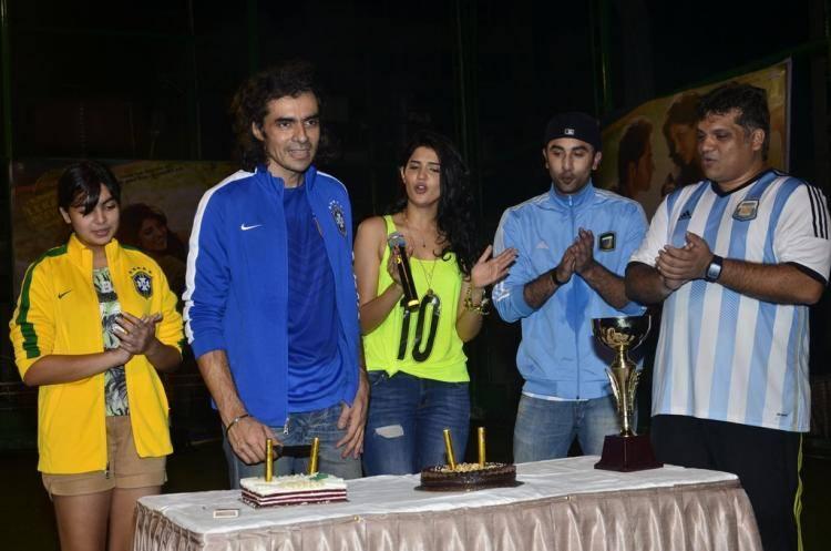 Imtiaz Ali Cut The Cake And Deeksha Seth,Ranbir Kapoor,Arif Ali Cool Look At The Promotion Of Lekar Hum Deewana Dil Movie