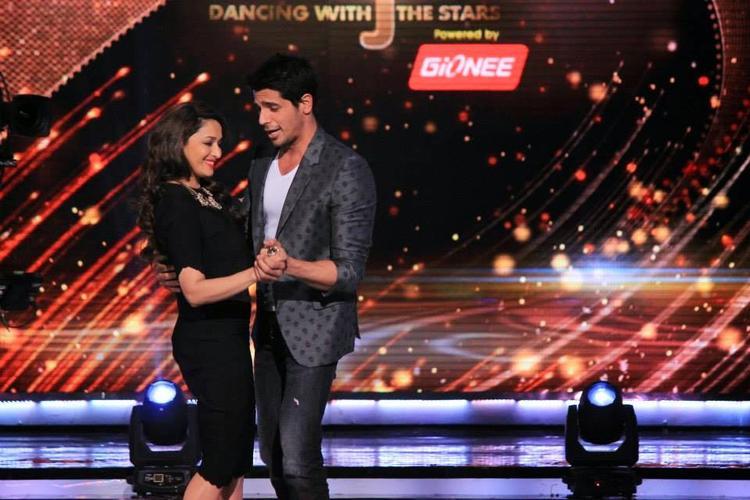 Siddharth Grooving With Madhuri On Teri Galiyan Song