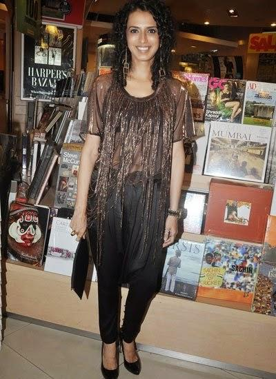 A Guest Cool Look For Camera At The Launch Of Dr Rashmi Shetty Age Erase Book
