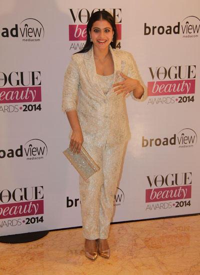 Kajol Flashes Smile Towards Camera During Vogue Beauty Awards 2014