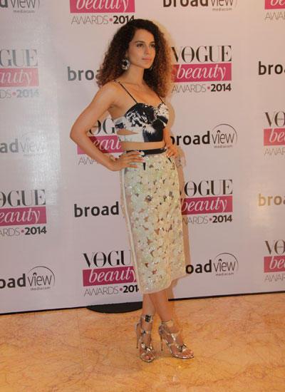 Kangana Ranaut Chic Trendy Look During Vogue Beauty Awards 2014