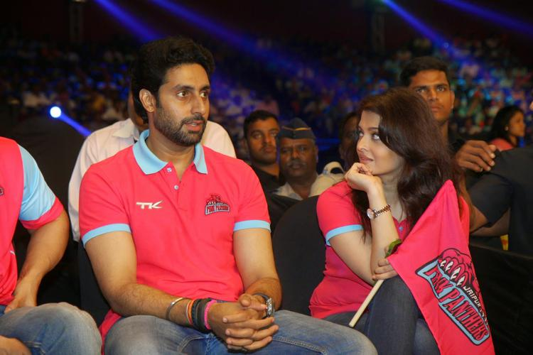 Abhishek Attention Towards The Match And Aishwarya Looks Hubby Abhishek Face During The Match