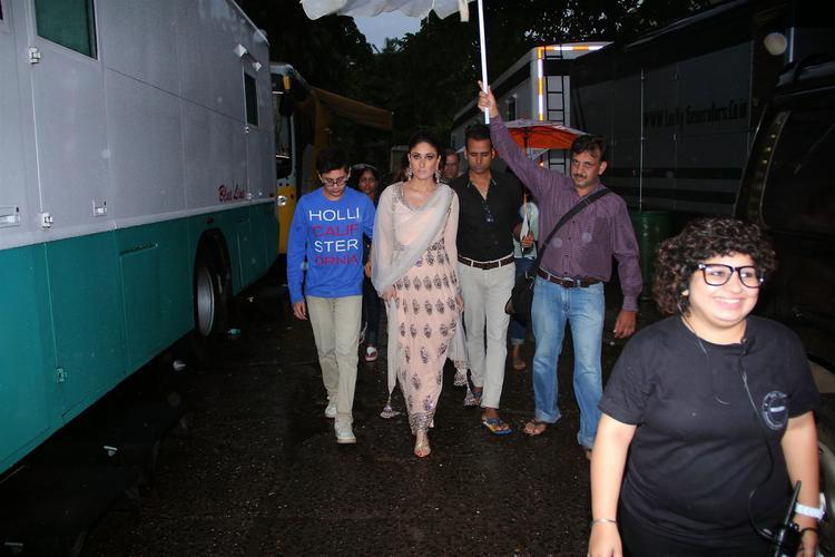 Kareena Kapoor Khan On The Sets Of Jhalak Dikhhla Jaa 7 For Promoting Singham Returns