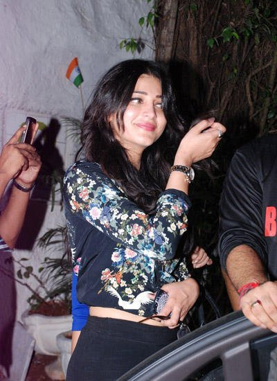 Shruti Haasan Dazzling Look During Sriram Raghavan Badlapur Wrapup Bash