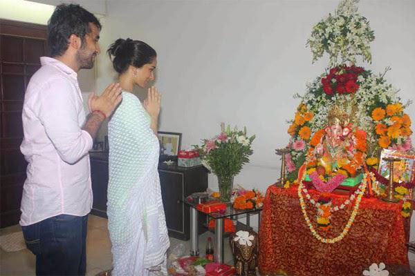 Shraddha Kapoor With Bro Siddhanth Kapoor Blessing Pose In Front Of The Deity
