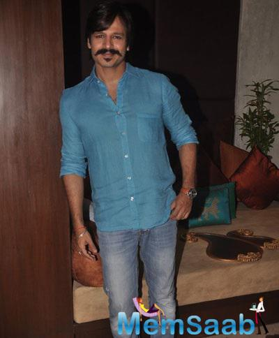 Vivek Oberoi Smart In A Blue Shirt And Jeans At An Interview For Blood Donation