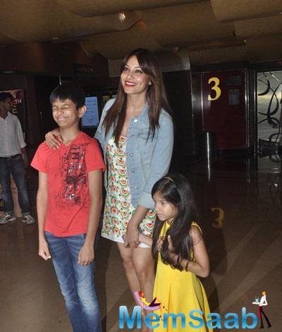 Bipasha Basu Came To Watch Creature 3D Movie With Her Family