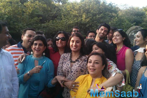 Aditya Roy Kapur Pose During The Food Yatra With His Crazy Fans