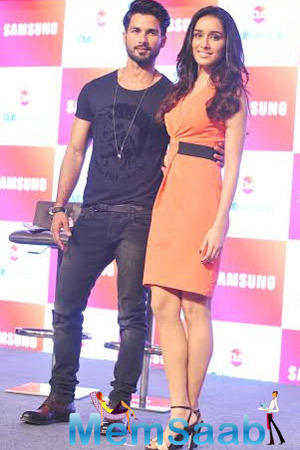 Shahid Kapoor And Shraddha Kapoor Promote Haider During The Launch Of Club Samsung