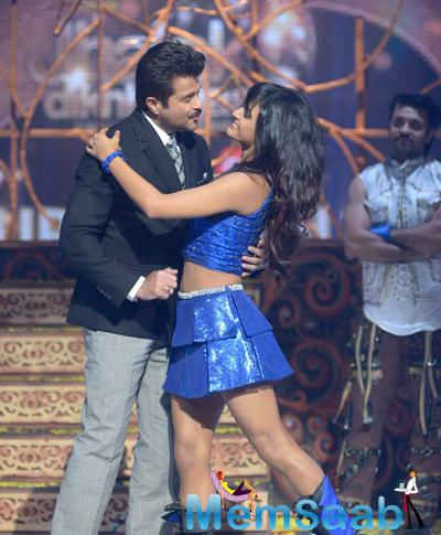 Anil Kapoor Dances With A Contestants Of Jhalak Dikhhla Jaa 7 Grand Finale