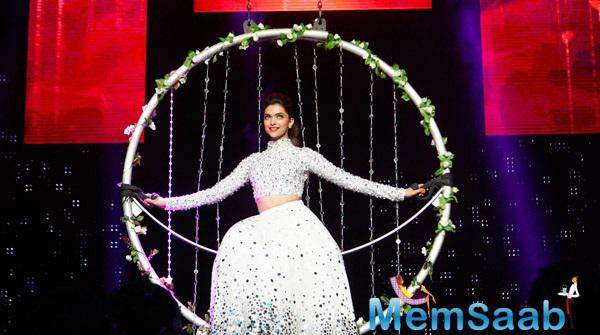 Deepika Dazzled In A White Attire Performed On Aahu Aahu And Titli Songs