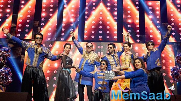 Happy New Year Team Entertained Audience Performed On Indiawaale Song