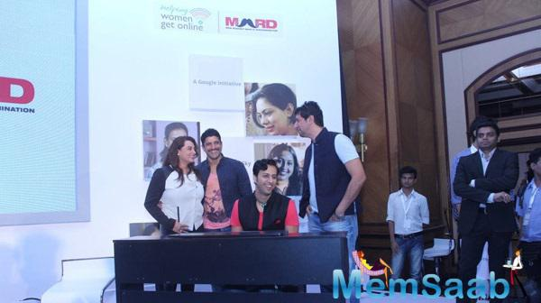 Salim Merchant Sings The Song,Farhan Akhtar And Sulaiman Merchant Joined Him During The Launch Of MARD Song