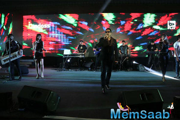 Mika Singh Rocked On The Stage At On The Bindass 7th Anniversary