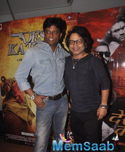 Kailash Kher And Director Anand Kumar Pose During The Desi Kattey Special Screening