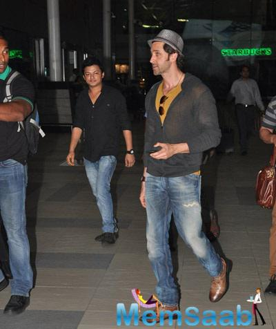 Hrithik Roshan Spotted At Mumbai Airport As He Is Returning From Delhi