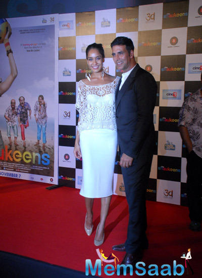 Akshay And Lisa Strikes A Pose On Red Carpet During Shaukeens Trailer Launch