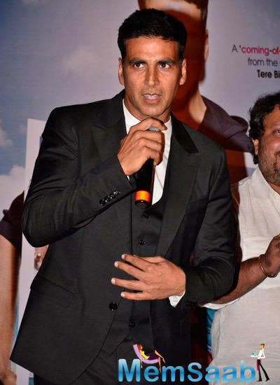 Akshay Kumar Gossips With Media During The Shaukeens Trailer Launch
