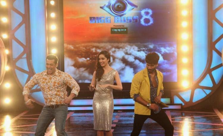 Shahid And Salman Dance Together During Haider Promotion At BB8